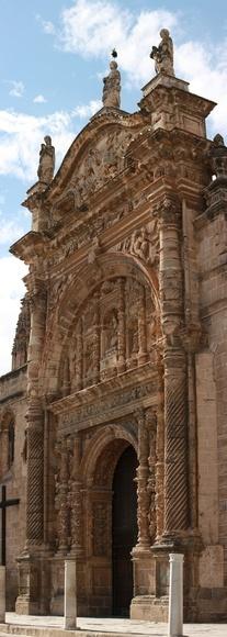 Portada Iglesia Mayor y detalle de cigüeña